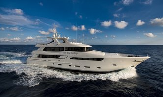 Darlings yacht charter Marin LuxurYachts Motor Yacht