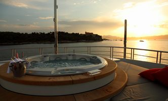 2 Ladies yacht charter Rossinavi Motor Yacht