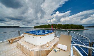 La Perla yacht charter Unknown Motor Yacht