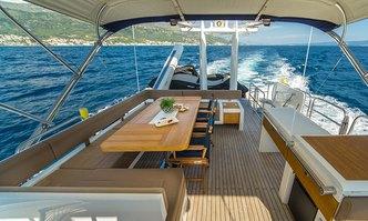 Schatzi yacht charter Fairline Motor Yacht