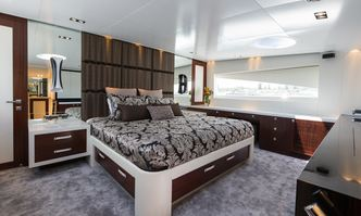 Paradise yacht charter Horizon Motor Yacht