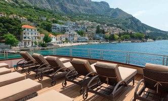Queen Eleganza yacht charter Radez Motor Yacht
