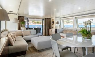 Y42 yacht charter Canados Motor Yacht