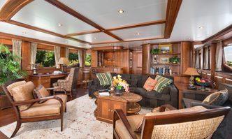 Siete yacht charter Benetti Motor Yacht