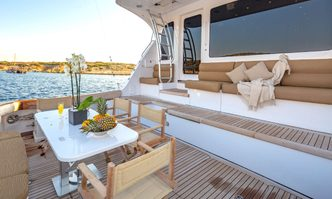 Astrape yacht charter Hatteras Motor Yacht