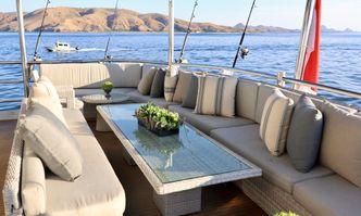 Grand Maloekoe yacht charter Halter Marine Motor Yacht