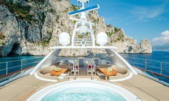 Snowbird yacht charter Hakvoort Motor Yacht
