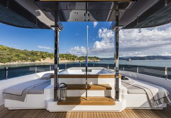 Jacuzzi surrounded by sunpads on the sundeck of superyacht December Six