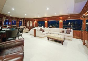 The upper salon of M/Y 'One Last Toy'