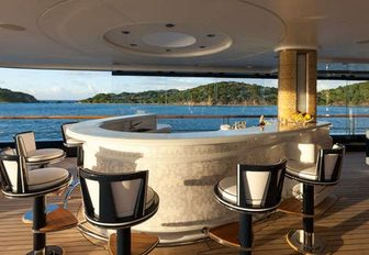Superyacht SOLANDGE To Appear At Palm Beach Boat Show 2016 photo 3