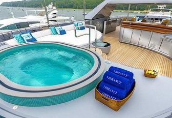 luxury yacht jacuzzi