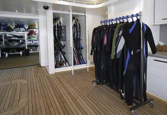 scuba dive room on luxury yacht wheels