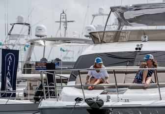show attendees step aboard a superyacht at the Palm Beach Boat Show 2017
