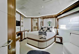 Be among the first to charter CRN superyacht BUNKER  photo 7