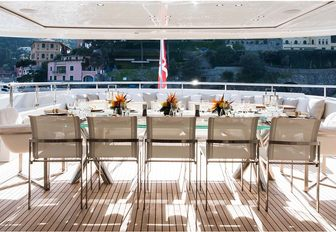 alfresco dining aboard charter yacht RESILIENCE