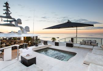 inviting pool located on the sundeck of charter yacht 'Lioness V'