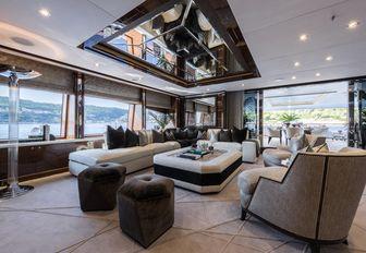 art deco-inspired skylounge on board motor yacht 11/11