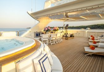 The Jacuzzi and sundeck of superyacht MISCHIEF