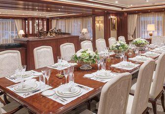 Superyacht Areti Dining room