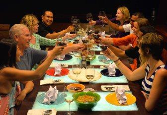 Aft deck dining, Dunia Baru