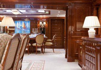 St David yacht dining room