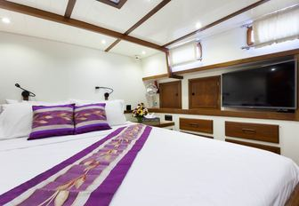 light and airy master suite on board charter yacht DALLINGHOO