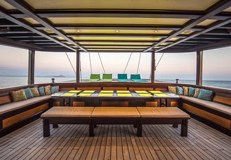 alfresco dining on aft deck of charter yacht 'Dunia Baru'