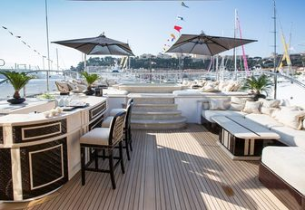bar and step-up Jacuzzi on the sundeck of superyacht ILLUSION V