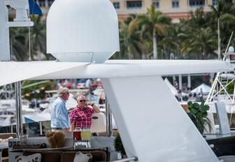 show attendees catch up at the Palm Beach Boat Show 2017