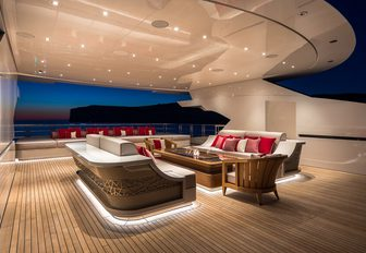 Inside luxury yacht LANA: One of the world's largest charter yachts photo 6