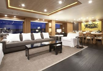 tranquil and comfortable main salon aboard luxury yacht SPIRIT