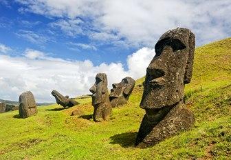 aztec head statues
