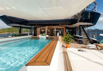 Superyacht SOLANDGE To Appear At Palm Beach Boat Show 2016 photo 2