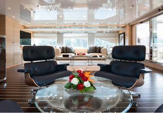 laid back skylounge aboard motor yacht RESILIENCE