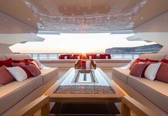 Inside luxury yacht LANA: One of the world's largest charter yachts photo 11