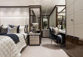 main deck VIP suite on board luxury yacht 11/11