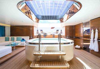 AQUIJO yacht sauna and jacuzzi