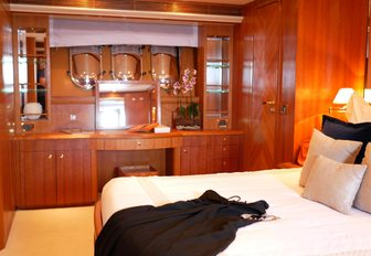 8 of the best yachts still available for a New Year's Eve yacht charter photo 25