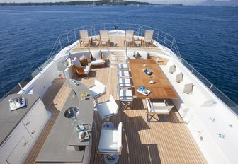 bar, alfresco dining and chaise loungers on the sundeck aboard superyacht 4YOU
