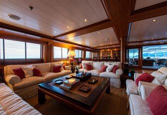 Large living areas on superyacht Bleu De Nimes