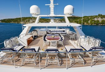 luxury superyacht sundeck