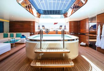 The spa pool featured on board sailing yacht AQUIJO