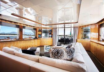 superyacht main salon