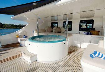 Tango yacht Jacuzzi