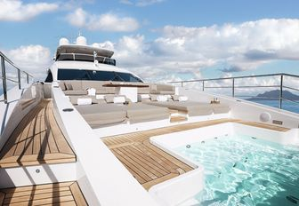swimming pool and lounging area on the bow of superyacht Cheers 46