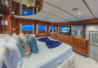 7 of the best superyachts still available for Thanksgiving 2019 yacht charters photo 8