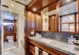 full-beam en suite in master suite aboard luxury yacht Drew