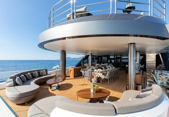 solo main deck aft seating area