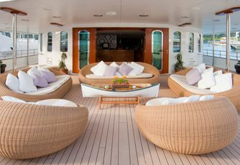 Superyacht SHERAKHAN relaxed seating area with nest chairs