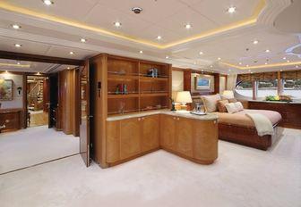 full-beam master suite on board charter yacht CAPRI